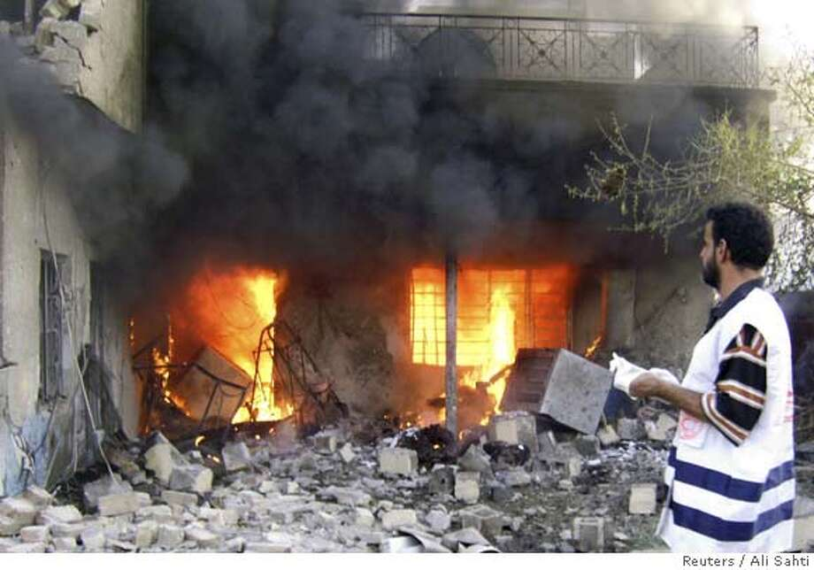 A house burns shortly after car bomb attacks in Baghdad September 26, 2007. Two car bombs in Baghdad killed at least six people and wounded 30, a police source said REUTERS/Ali Sahti (IRAQ) 0 Photo: STRINGER/IRAQ