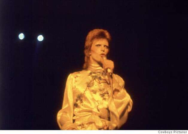 "ZIGGY11-C-02AUG02-PK-HO --- DAVID BOWIE as ZIGGY STARDUST in ""Ziggy Stardust and the Spider from Mars"". photo courtesy of COWBOY PICTURES 2002 (HANDOUT PHOTO) Cowboys Pictures Photo: HANDOUT"