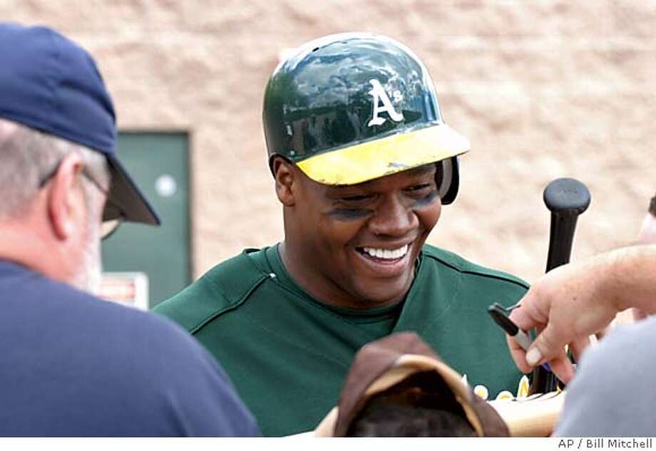Frank Thomas signs autographs after his first appearance since signing with the Oakland Athletics, in Phoenix on Saturday, March 18, 2006. Thomas is still recovering from an ankle injury. (AP Photo/Bill Mitchell) EFE OUT Photo: BILL MITCHELL