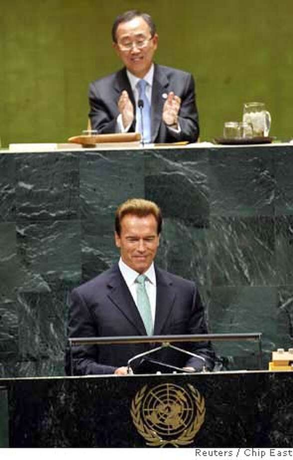 U.N. Secretary General Ban Ki-moon (top) applauds as Gov. Arnold Schwarzenegger of California arrives to address the United Nations High-level Event on Climate Change at the United Nations General Assembly, in New York, September 24, 2007. REUTERS/Chip East (UNITED STATES) 0 Photo: CHIP EAST