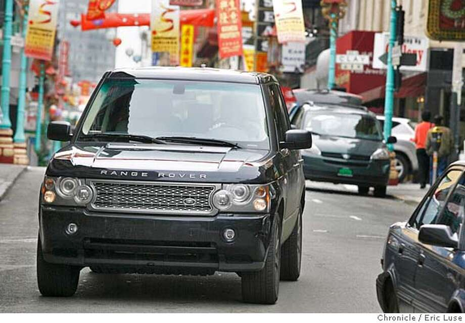 motor_landrover_139_el.JPG  2006 Range Rover for the new Motor section going through China town.  Photographer:  Eric Luse / The Chronicle MANDATORY CREDIT FOR PHOTOG AND SF CHRONICLE/ -MAGS OUT Photo: Eric Luse