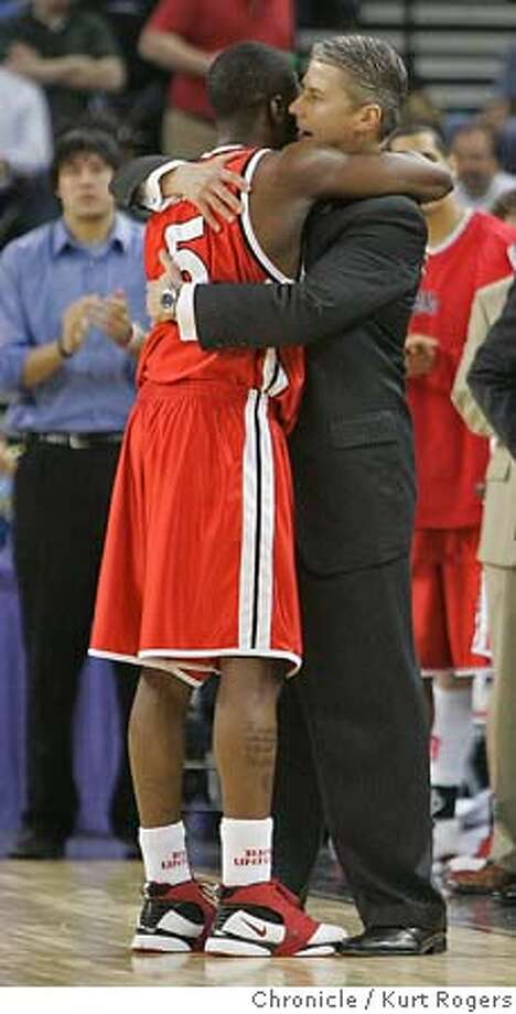 Tony Bennett hugs coach Jim Les after being taken out of the game at the end .  Bradley Braves vs Memphis Tigers 2006 NCAA Division 1 Men's Basketball Oakland Region Semifinals Oakland Arena. University of San Francisco Host .  Kurt Rogers Oakland SFC  The Chronicle NCAA_BRADLEY_00571_kr.JPG Photo: Kurt Rogers