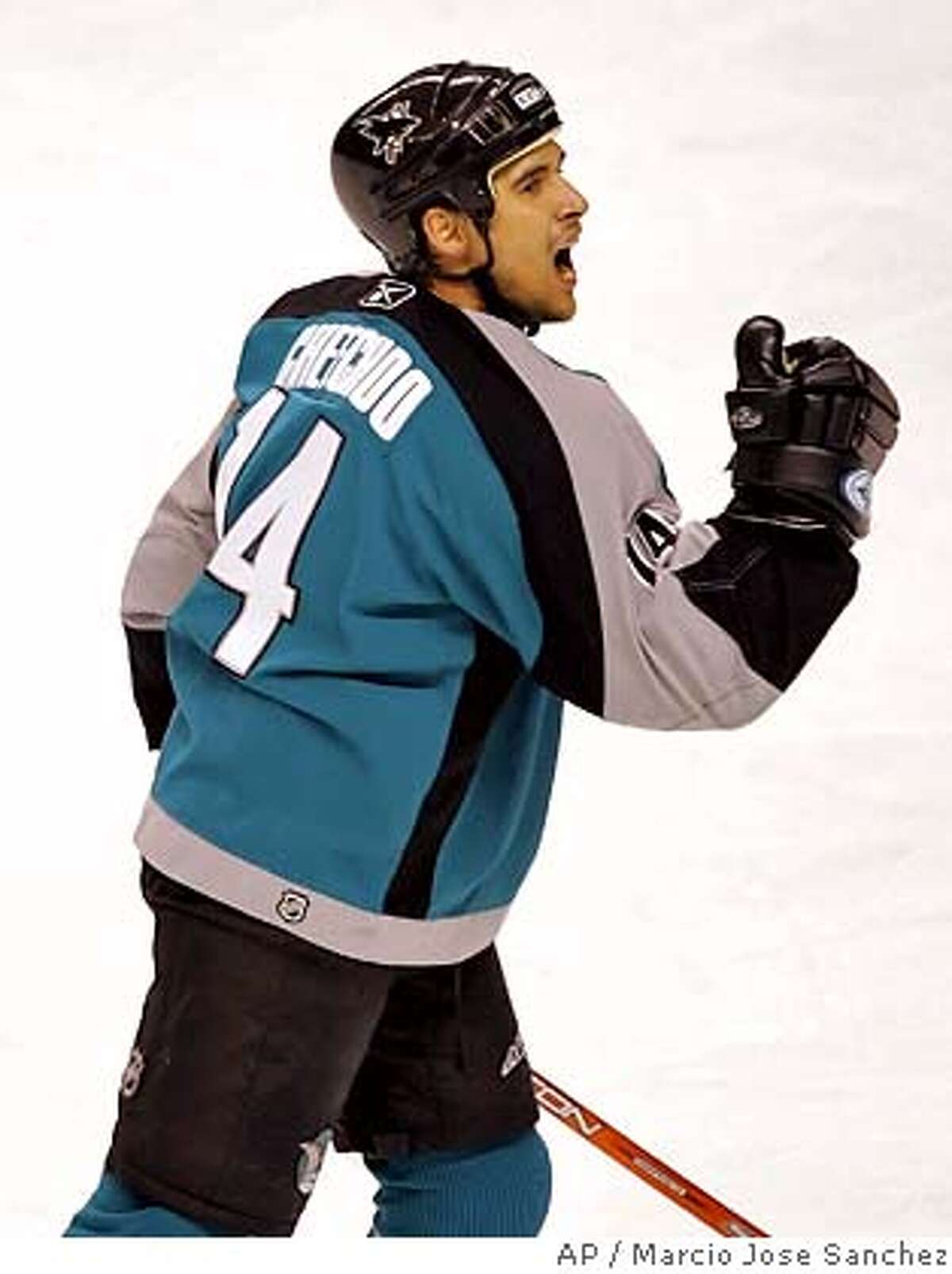 San Jose Sharks' Jonathan Cheechoo celebrates after a first-period goal against the Colorado Avalanche in an NHL hockey game in San Jose, Calif., Sunday, March , 19, 2006. (AP Photo/Marcio Jose Sanchez) EFE OUT