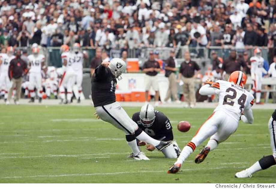 raiders24_0406_cs.jpg Event on 9/23/07 in Oakland The Oakland Raiders Sebastian Janikowski was good for three field goals in the first half against the Cleveland Browns at McAfee Coliseum in Oakland. Photographed September 23, 2007.  Chris Stewart / The Chronicle Oakland Raiders, Cleveland Browns MANDATORY CREDIT FOR PHOTOG AND SF CHRONICLE/NO SALES-MAGS OUT Photo: Chris Stewart