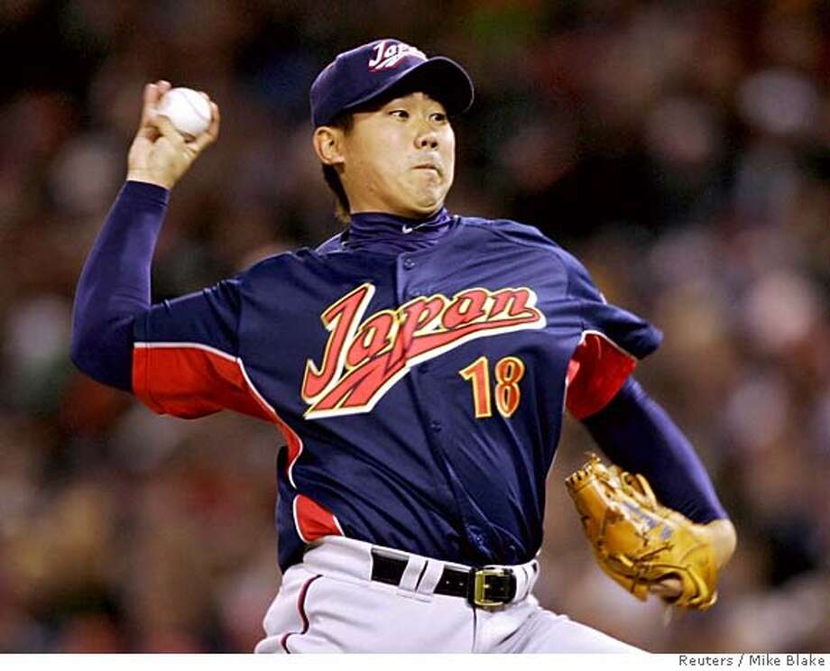 Japan's starting pitcher Daisuke Matsuzaka throws a pitch during the World Baseball Classic final game against Cuba in San Diego March 20, 2006. REUTERS/Mike Blake Photo: MIKE BLAKE