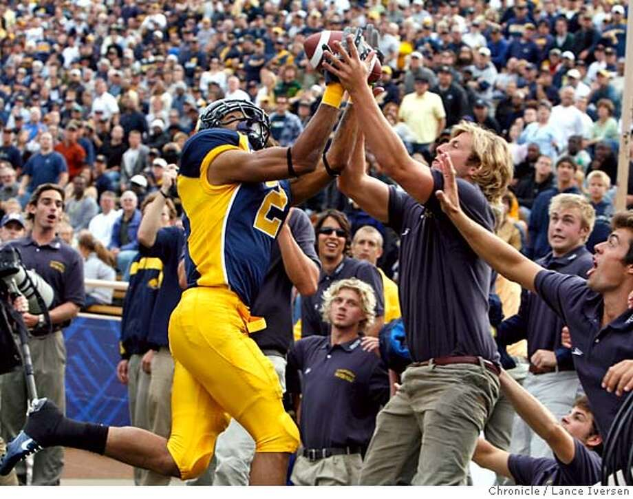 CAL_ARIZONA_67966.JPG  Cal's #2 Robert Jordan stretches for a Nate Longshore pass at the same time as Spencer Rodman from Cal's Water Polo Team also reaches for the ball in the back of the end zone well out of play. The play took place late into the 2nd quarter. CAL vs. ARIZONA SEPTEMBER 22, 2007. Lance Iversen/The Chronicle (cq) SUBJECT 9/22/07,in BERKELEY. CA. Photo: By Lance Iversen