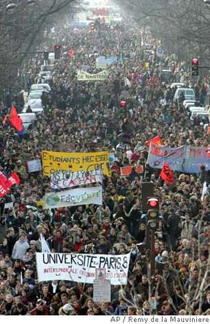 french protests grow over youth labor law sfgate. Black Bedroom Furniture Sets. Home Design Ideas