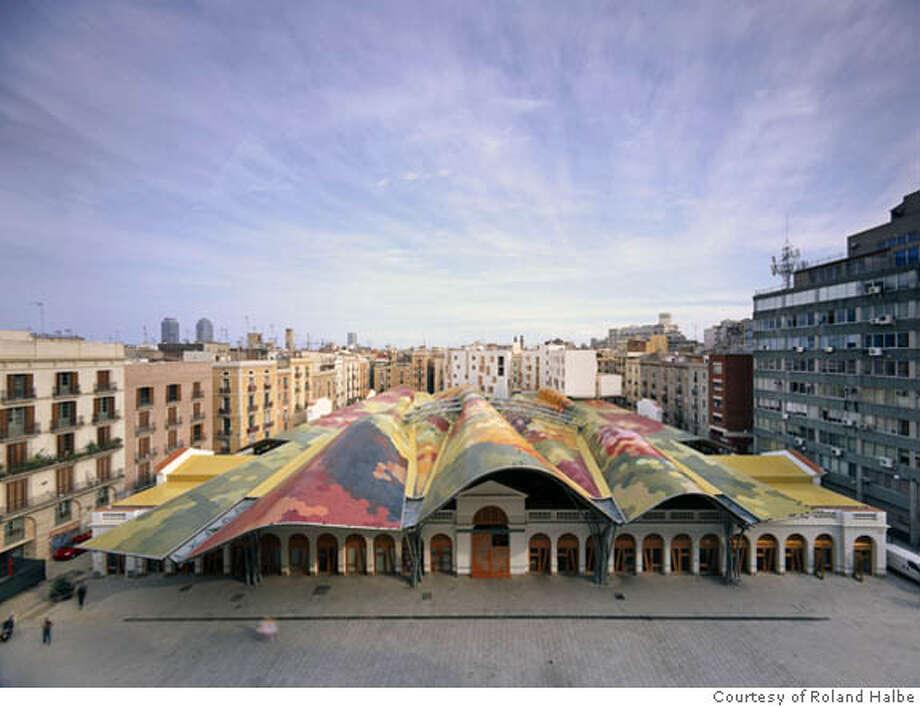 Enric Miralles and Benedetta Tagliabue   EMBT Miralles Tagliabue Arquitectes Associats  Santa Caterina Market in Barcelona  2005  Photo: Courtesy of Roland Halbe Photo: Roland Halbe