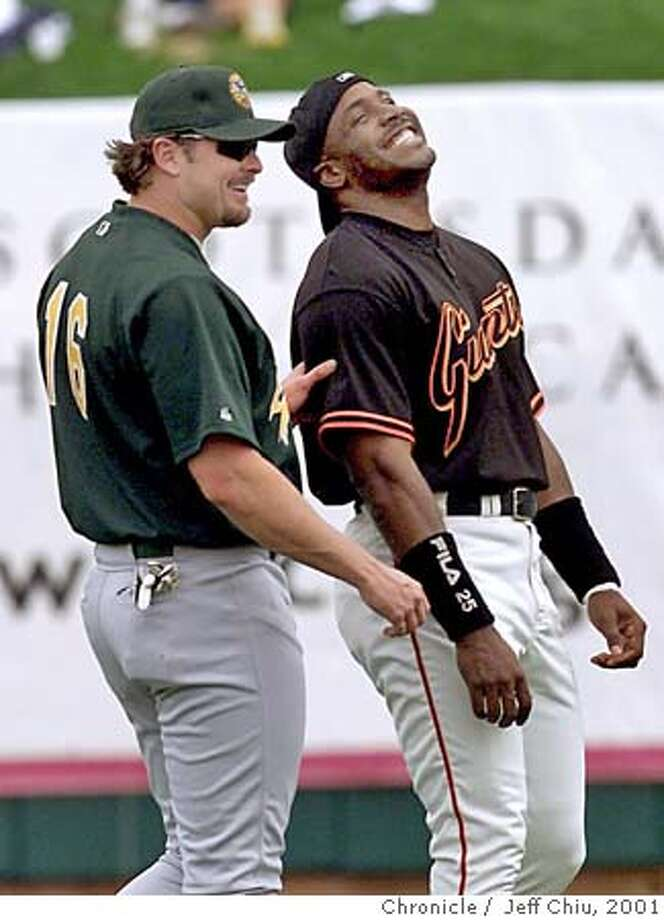 GIANTS5-C-05MAR01-SP-JC-- Barry Bonds and Jason Giambi share a laugh during warmups before the Giants beat the A's 4-2 on Monday afternoon in Scottsdale, AZ. Photo by Jeff Chiu / The Chronicle. ALSO RAN 4/29/01 Photo: JEFF CHIU