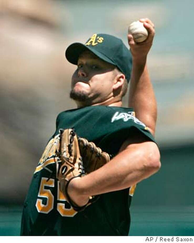 Oakland Athletics' Joe Blanton pitches to the Los Angeles Angels in the first inning of a baseball game in Anaheim, Calif., Wednesday, Sept. 5, 2007. (AP Photo/Reed Saxon) EFE OUT Photo: Reed Saxon
