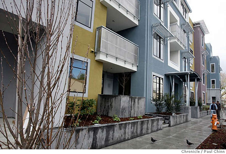 Two-bedroom, two-bath condominiums at the 800 High Street project in Palo Alto, Calif. on 3/7/06.  PAUL CHINN/The Chronicle MANDATORY CREDIT FOR PHOTOG AND S.F. CHRONICLE/ - MAGS OUT Photo: PAUL CHINN