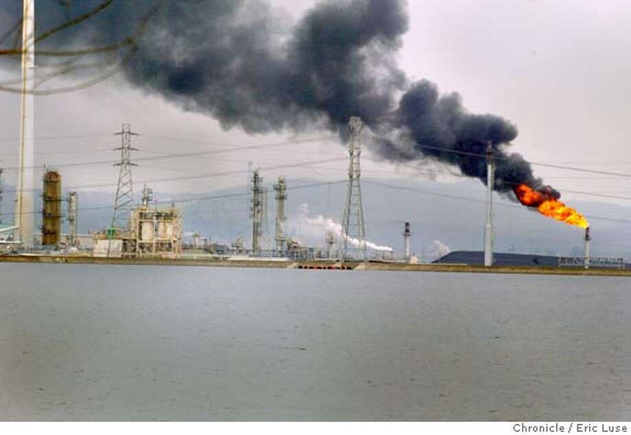 20feb04_TESERO_010_el.JPG Power outage at the Tesero Refinery in Avon, CA, near Martinez, caused them to burn off excessive gases to relieve pressure.  Eric Luse / The Chronicle A power outage at Tesoro refinery in Avon, near Martinez, forced workers to burn off excessive gasses to relieve pressure. The result was a plume of smoke billowing across the sky. MANDATORY CREDIT FOR PHOTOG AND SF CHRONICLE/ -MAGS OUT Photo: Eric Luse