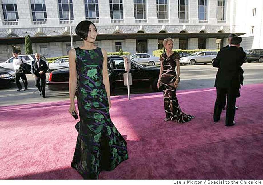 Yurie Pascarella (left) in Oscar de la Renta and Barbara Brookins-Schneider in Roberto Cavalli arrive at the San Francisco Symphony Opening Night Gala. (Laura Morton/Special to the Chronicle) *** Yurie Pascarella *** Barbara Brookins-Schneider Photo: Laura Morton
