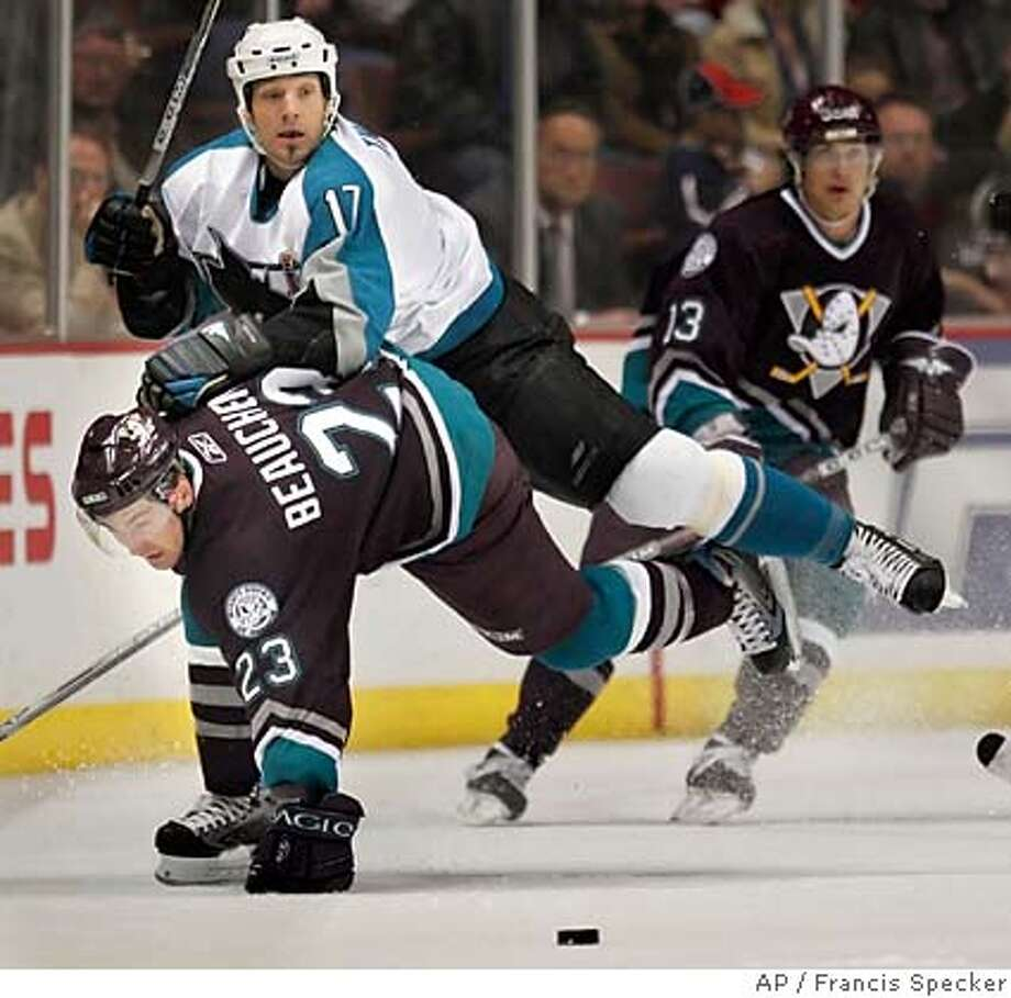 SCOTT THORNTON  FRANCOIS BEAUCHEMIN  TEEMU SELANNE Photo: FRANCIS SPECKER