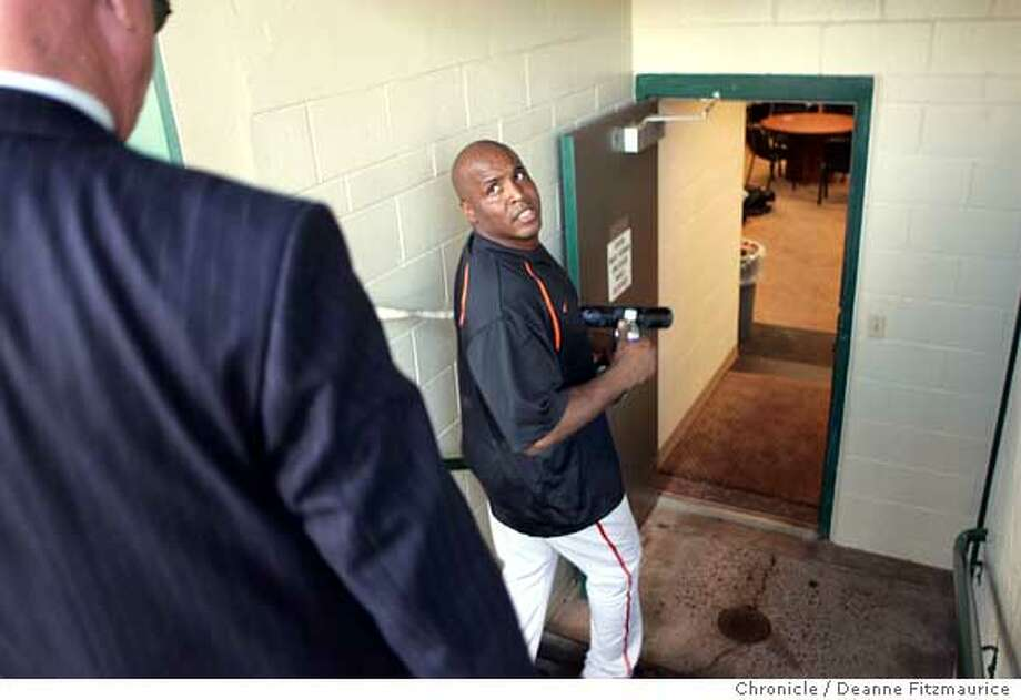 bonds_627_df.jpg Barry Bonds walking to the locker room after taking batting practice. This was after he was informed of the Chronicle's story on his steroid use. Event was shot on 3/7/06 in Scottsdale.  San Francisco Chronicle photo by Deanne FitzmauriceRan on: 03-08-2006  Barry Bonds heads to the locker room in Arizona. He was told of the book excerpt during practice, minutes after it was posted online.Ran on: 03-08-2006  Barry Bonds heads to the locker room in Arizona. He was told of the book excerpt during practice, minutes after it was posted online. Photo: Deanne Fitzmaurice