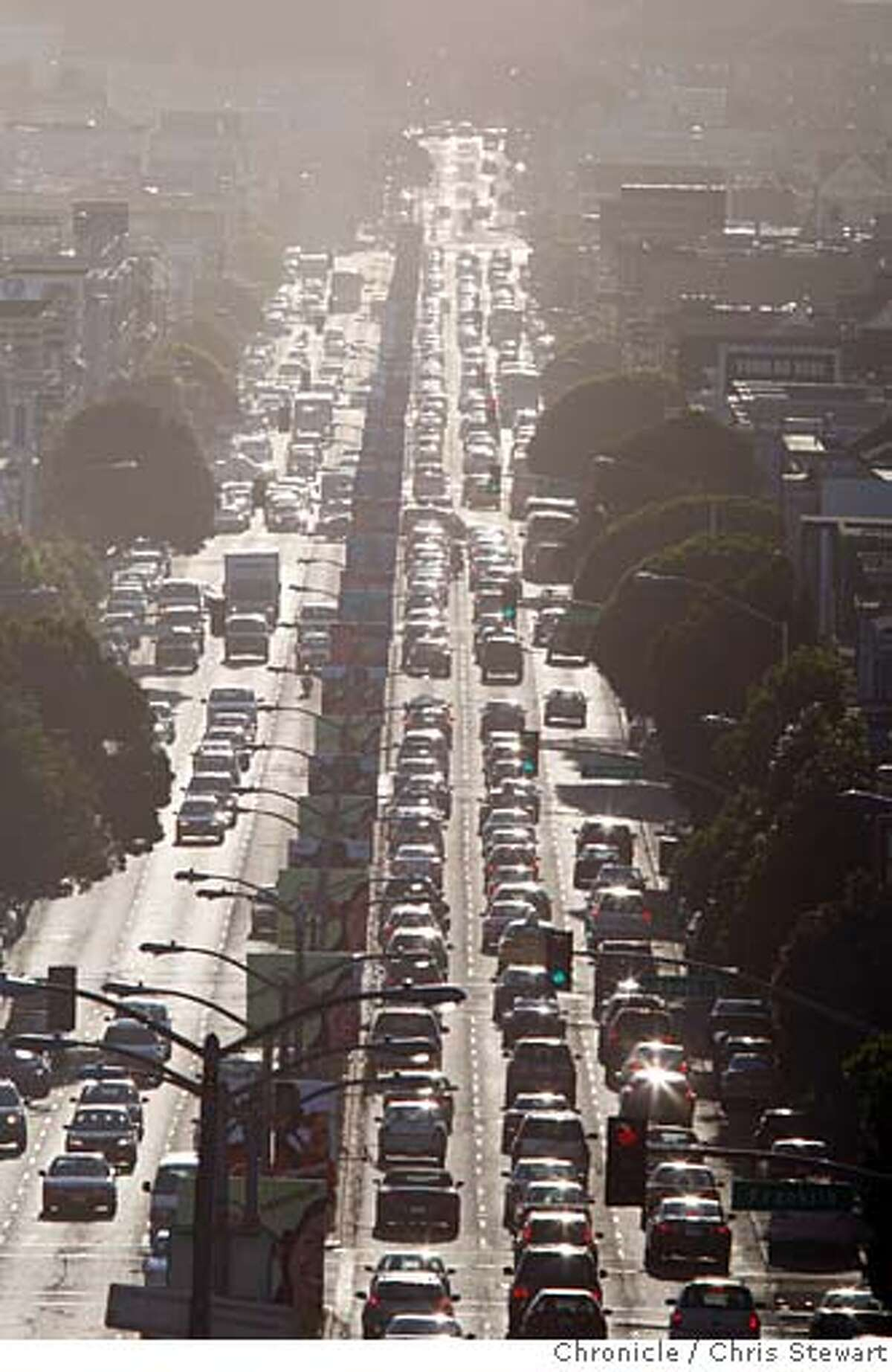traffic_0141_cs.jpg Event on 9/17/07 in San Francisco Afternoon rush hour traffic builds on Lombard Street as it heads toward the Golden Gate Bridge in San Francisco. A study says the average American spends 60 hours a year in traffic. Photographed September 17, 2007. Chris Stewart / The Chronicle traffic