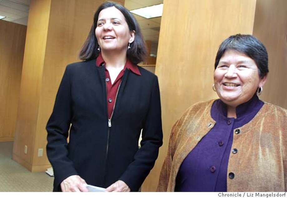 latinogiving054_lm.JPG  Sandra Hernandez, left, Chief Executive Officer of the San Francisco Foundation, and Viola Gonzales, executive director of the Latino Community Foundation, in the offices of the San Francisco Foundation. They are both on the Executive Committee of the Latino Community Foundation. Sandra Hernandez and other board members of the Latino Communnity Foundation, which is launching itself with a Gala Fundraiser March 9th. Event on 2/28/06 in San Francisco. Liz Mangelsdorf / The Chronicle MANDATORY CREDIT FOR PHOTOG AND SF CHRONICLE/ -MAGS OUT Photo: Liz Mangelsdorf