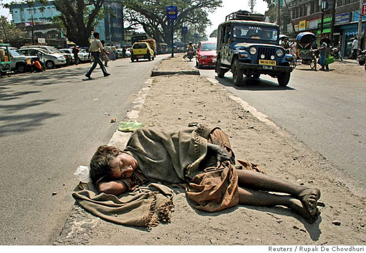 A homeless Indian woman sleeps on a footpath in the north-eastern Indian city of Siliguri March 1, 2006. India pledged on Tuesday to boost spending on health, education and rural infrastructure to help the poor, unveiling an annual budget designed to foster growth and rein in the country's federal deficit. REUTERS/Rupak De Chowdhuri 0