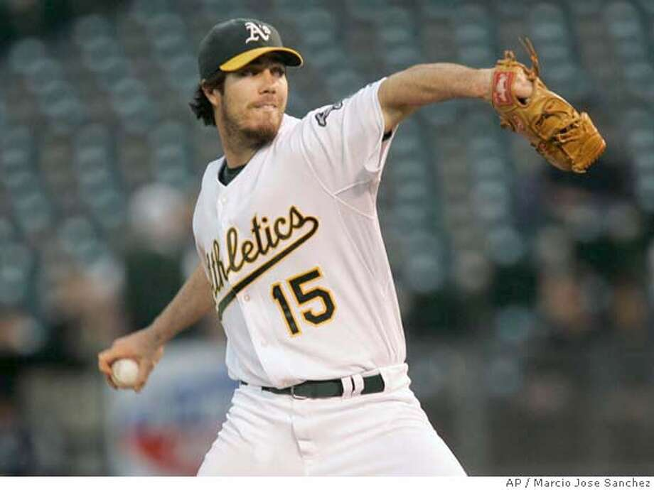 Oakland Athletics pitcher Dan Haren throws to the Seattle Mariners in the first inning of a baseball game in Oakland, Calif., Monday, Sept. 17, 2007. (AP Photo/Marcio Jose Sanchez) Photo: Marcio Jose Sanchez