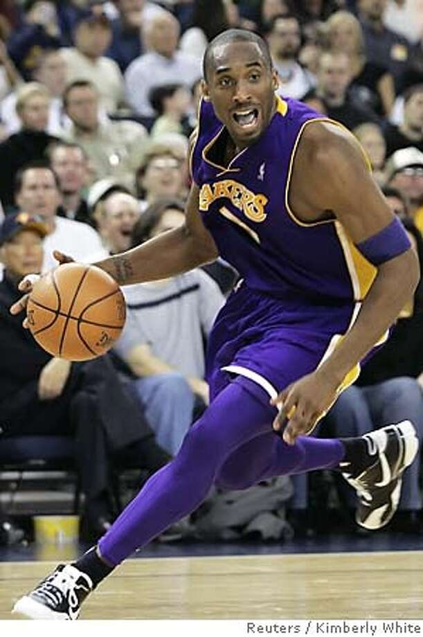 Lakers Bryant looks for a player to pass to during NBA game against the Warriors in Oakland Photo: KIMBERLY WHITE