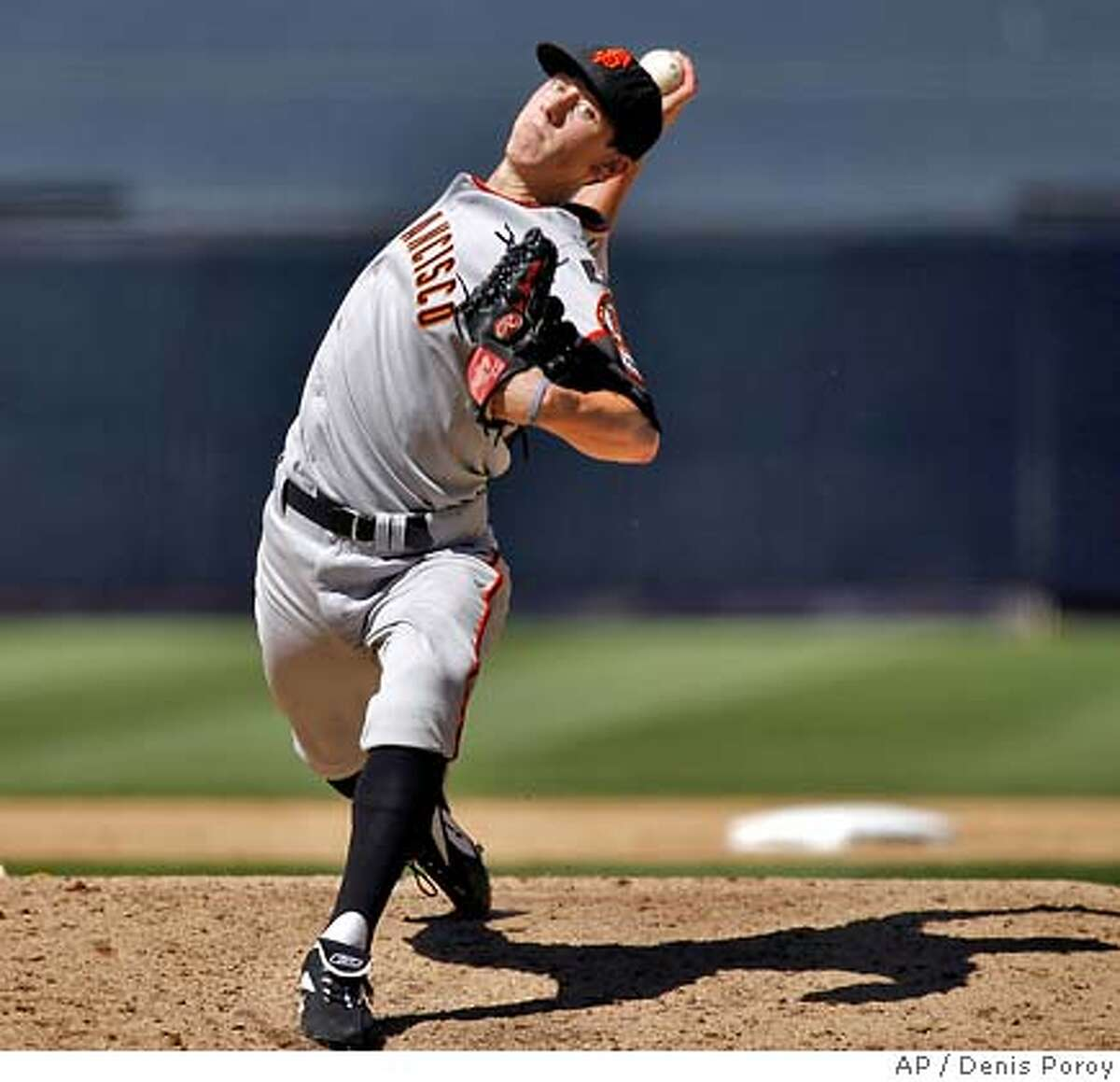 San Francisco Giants pitcher Tim Lincecum delivers during the first inning of a baseball game against the San Diego Padres Sunday, Sept. 16, 2007, in San Diego. (AP Photo/Denis Poroy)