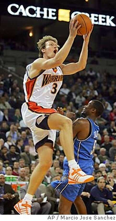 Golden State Warriors' Mike Dunleavy, left, scores over the Orlando Magic's Keyon Dooling in the first half of an NBA basketball game in Oakland, Calif. on Wednesday, March 1, 2006. (AP Photo/Marcio Jose Sanchez) Photo: MARCIO JOSE SANCHEZ