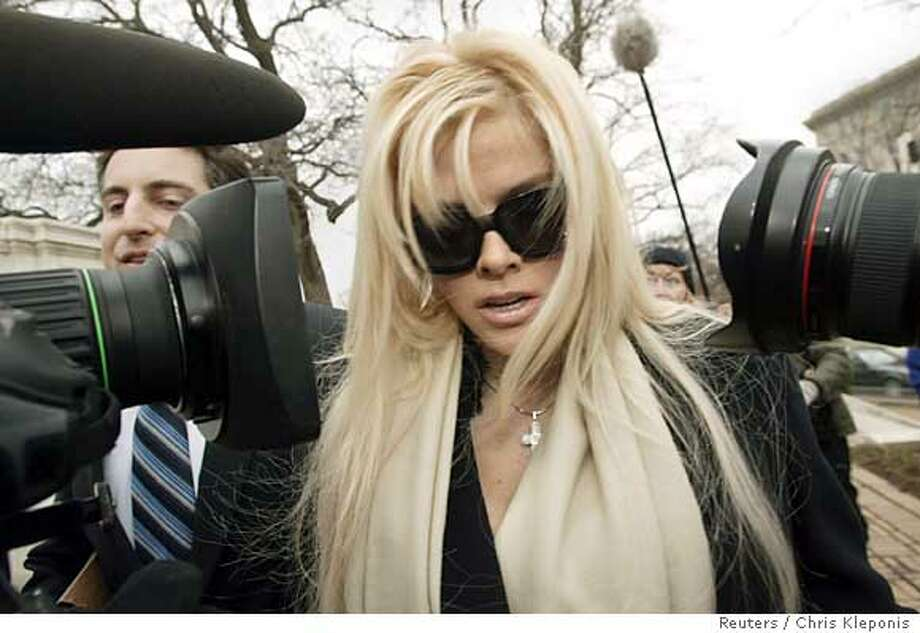 Anna Nicole Smith arrives with her lawyer Howard Stern for her hearing at the Supreme Court in Washington February 28, 2006. Smith is claiming half of her late husband J.Howard Marshall II�s estate, estimated at over 1.5 billion dollars. The estate has been held for over 11 years by an ongoing legal dispute with Marshall�s son, Pierce Marshall. REUTERS/Chris Kleponis Photo: CHRIS KLEPONIS