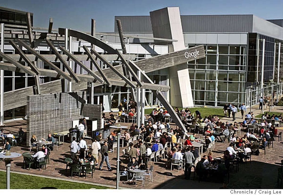 GOOGLE01_384_cl.JPG The Google food culture, the dining rooms and chefs at Google. Photo of people eating lunch outside at Google, just outside of the No-Name Cafe. Craig Lee / The Chronicle MANDATORY CREDIT FOR PHOTOG AND SF CHRONICLE/ -MAGS OUT