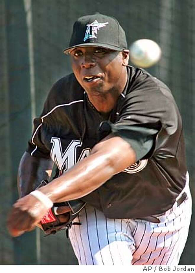 Florida Marlins' Dontrelle Willis delivers a pitch during spring training baseball workouts Monday, Feb. 20, 2006, in Jupiter, Fla. (AP Photo/Bob Jordan) EFE OUT Photo: BOB JORDAN