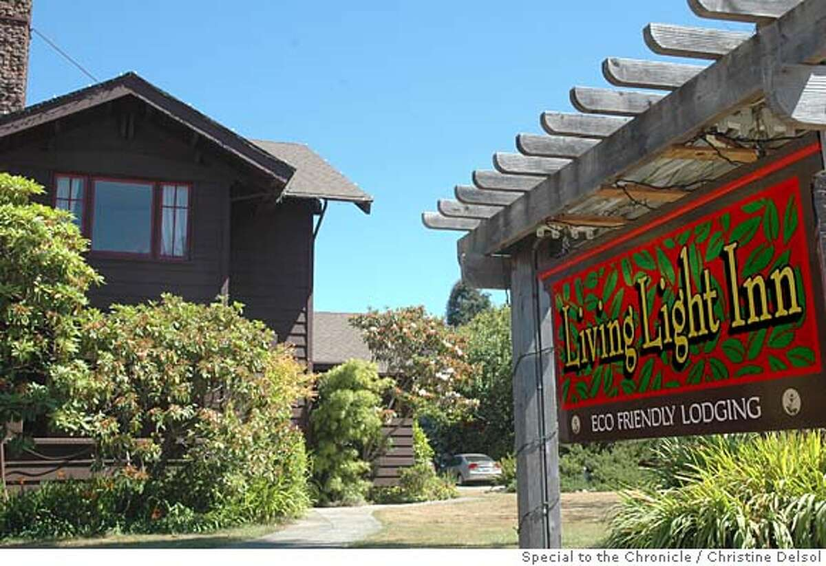 TRAVEL FORT BRAGG , Calif. -- The Living Light Inn was the old Colonial Inn until the Living Light Culinary Institute bought it primarily to house its out-of-town students. Christine Delsol/Special to The Chronicle