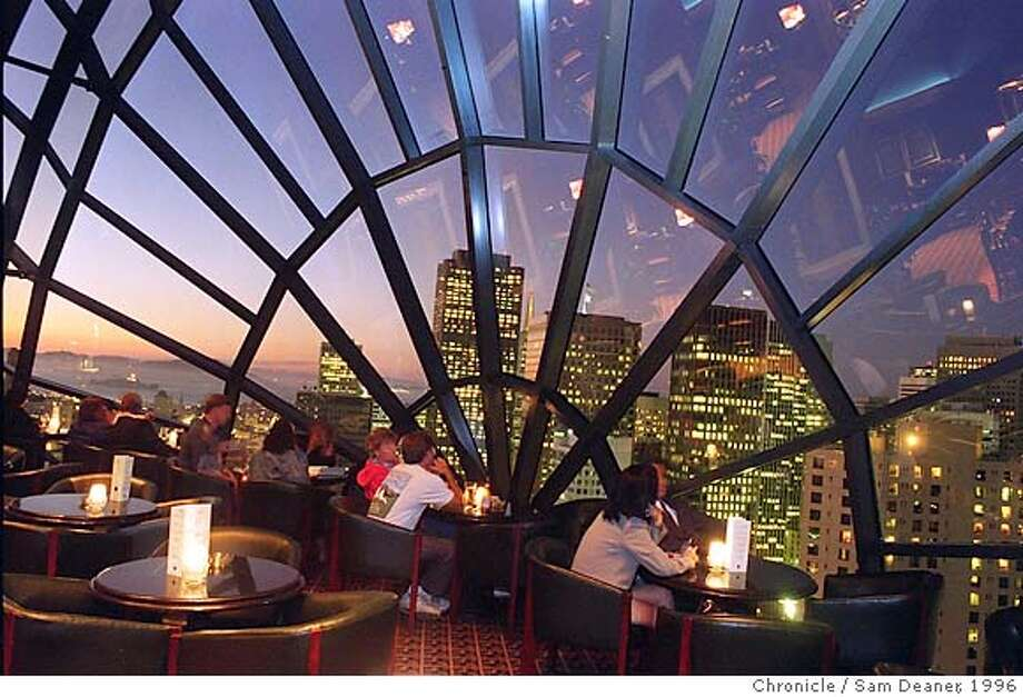 VIEWBARS2/C/12AUG96/FD/SD......Patrons of the View Lounge on the 39th floor of the Marriott Hotel enjoy a view of the sunset as San Francisco lights up. SAM DEANER/THE CHRONICLE CAT Photo: SAM DEANER