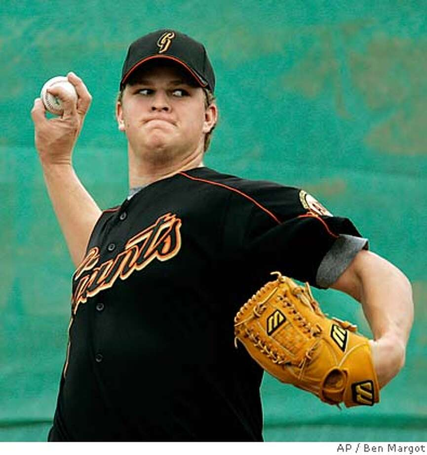 an Francisco Giants' Matt Cain pitches during a spring training baseball workout Friday, Feb. 17, 2006, in Scottsdale, Az. (AP Photo/Ben Margot) EFE OUT