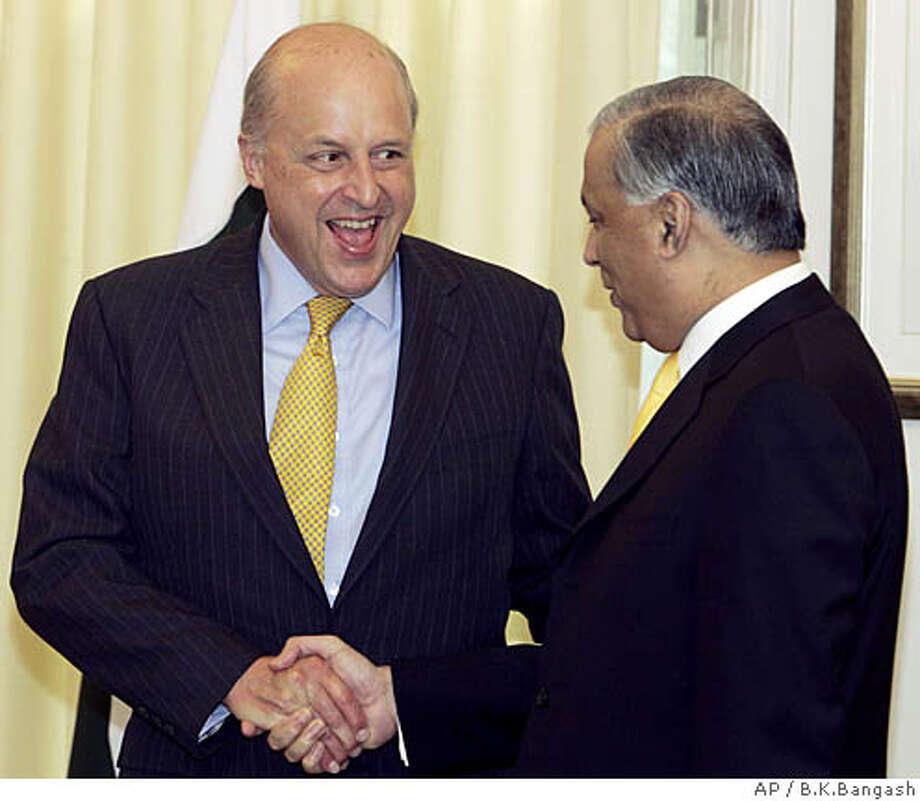 U.S. Deputy Secretary of State John Negroponte, left, shakes hand with Pakistan's Prime Minister Shaukat Aziz in Islamabad, Pakistan, Thursday, Sept. 13, 2007. Negroponte is in Pakistan to hold talks with Pakistani officials regarding bilateral issues. (AP Photo/B.K.Bangash) Photo: B.K.Banagsh