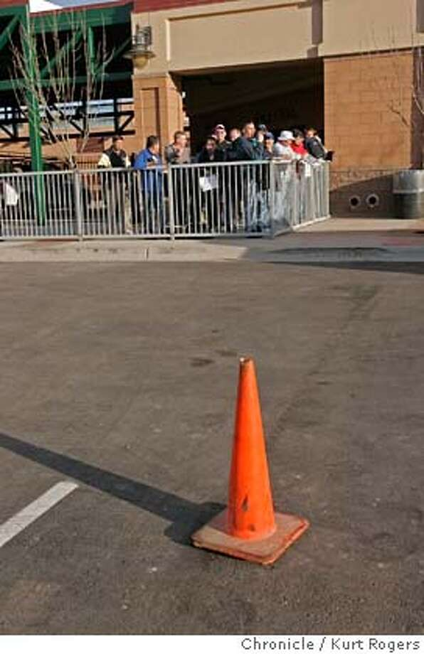 Fans out side the Scottsdale Stadium wate for their favorite players to show up a cone marks the spot of where Barry Bonds will park when he arrives at pratice.  GIANTS Spring training at Scottsdale Stadium.  Kurt Rogers SCOTTSDALE SFC  The Chronicle GIANTS_00020_kr.JPG MANDATORY CREDIT FOR PHOTOG AND SF CHRONICLE/ -MAGS OUT Photo: Kurt Rogers