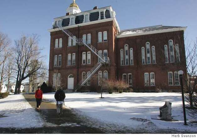 Photo by Herb Swanson, January 17, 2006: Students walk past Bearce Hall on the campus of Kents HIll School in Kents Hill, Maine.  An independent, coeducational, college preparatory, boarding and day school  with Grades 9-12, plus a postgraduate year option. There are 230 students from 50 Maine communities, 20 states and 15-20 countries. ONE TIME USE ONLY Photo: Herb Swanson