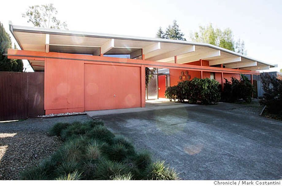 EICHLER_0300  {2/7/06}  Exterior of the Cornillon residence  This is a Real Estate cover story on the legacy of Eichler houses, those flat-top, glass-backed mid-century modern designs that took the area by storm in the 50s and 60s and are still wildly popular today.  Francois Cornillon and his wife, Laure, have painstakingly restored their Sunnyvale Eichler to look as if it was built yesterday rather than half a century ago. They will meet us and give us a tour. They have agreed to be photographed.  Also, they live in a neighborhood where all the houses are Eichlers. Event on {2/7/06} in {WALNUT CREEK}, CA. Photo: Mark Costantini /San Francisco Chronicle. Photo: MARK COSTANTINI