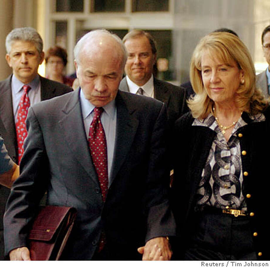 Enron founder Ken Lay and wife Linda along with attorney Daniel Petrocelli (Back L) and co-defendant Jeff Skilling (Back R) leave for lunch recess at the federal courthouse in Houston, Texas, February 6, 2006. Lay and former Enron CEO Jeff Skilling begin the second week of their trial on conspiracy and fraud charges connected to the 2001 downfall of the energy giant. REUTERS/Tim Johnson 0 Photo: TIM JOHNSON