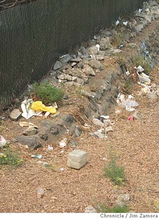 San Rafael creek trash. MANDATORY CREDIT FOR PHOTOG AND SAN FRANCISCO CHRONICLE/NO SALES-MAGS OUT Photo: Jim Zamora