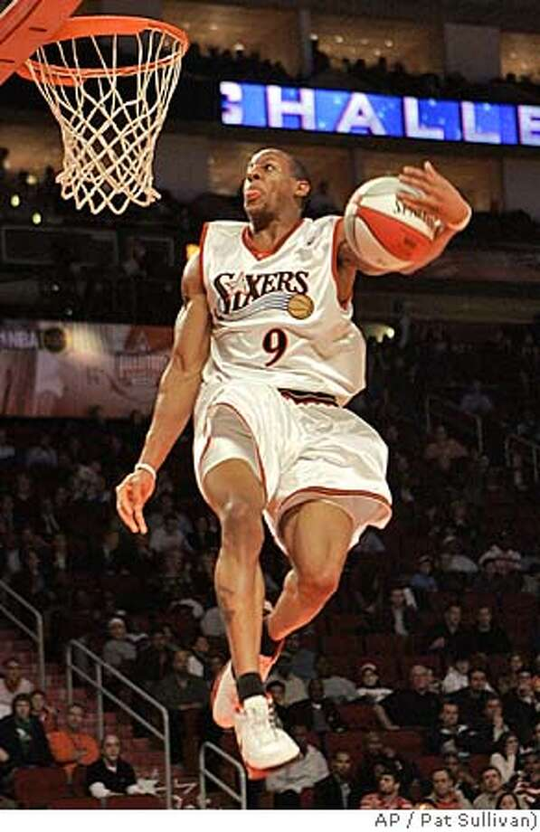 Philadelphia's Andre Iguodala goes to the basket in the second half of the NBA All-Star Rookie Challenge in Houston, Friday, Feb. 17, 2006. Iguodala was the MVP of the game that the sophomores won, 106-96. (AP Photo/Pat Sullivan) Photo: PAT SULLIVAN