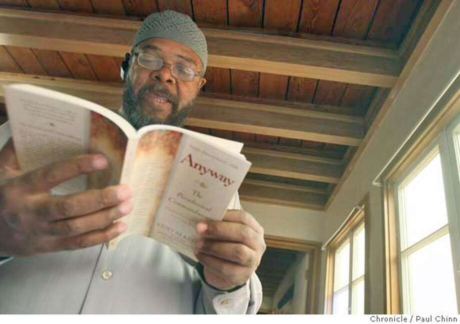 "Imam Faheem Shuaibe reads passages from ""Anyway"" by author Kent Keith before discussing the Paradoxical Commandments with students at the Clara Mohammed School in Oakland, Calif. on Wednesday, Sept. 12, 2007. Shuaibe was scheduled to teach a workshop on Ramadan at the Esalen Institute later this month but, according to its website, was cancelled since no one enrolled in the class.  PAUL CHINN/The Chronicle  **Faheem Shuaibe MANDATORY CREDIT FOR PHOTOGRAPHER AND S.F. CHRONICLE/NO SALES - MAGS OUT Photo: PAUL CHINN"
