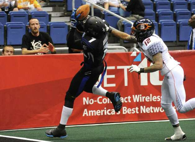 Jason Willis (7) of the San Antonio Talons pulls in a touchdown as Travis Williams of the Spokane Shock defends during AFL action in the Alamodome on Saturday, March 17, 2012.  Billy Calzada / San Antonio Express-News Photo: Billy Calzada, Express-News / San Antonio Express-News