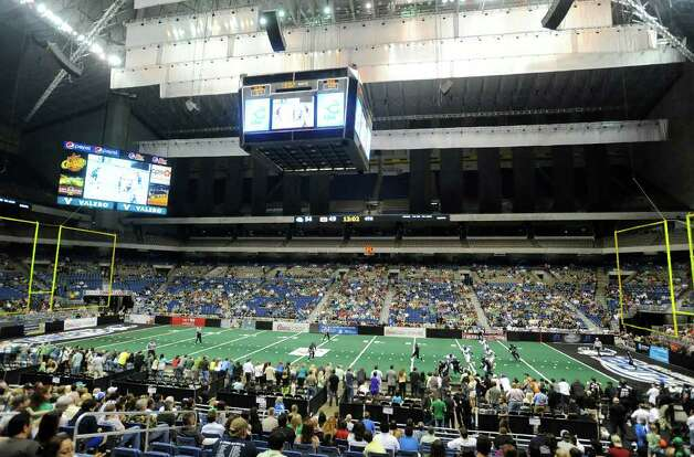 The San Antonio Talons and the Spokane Shock battle in the Alamodome on Saturday, March 17, 2012.  Billy Calzada / San Antonio Express-News Photo: Billy Calzada, Express-News / San Antonio Express-News