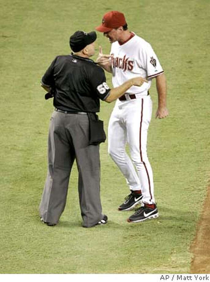 Arizona Diamondbacks manager Bob Melvin argues with home plate umpire Eric Cooper after being ejected during the seventh inning of a baseball game against the Chicago Cubs on Friday, Aug. 24, 2007, in Phoenix. (AP Photo/Matt York) EFE OUT Photo: Matt York