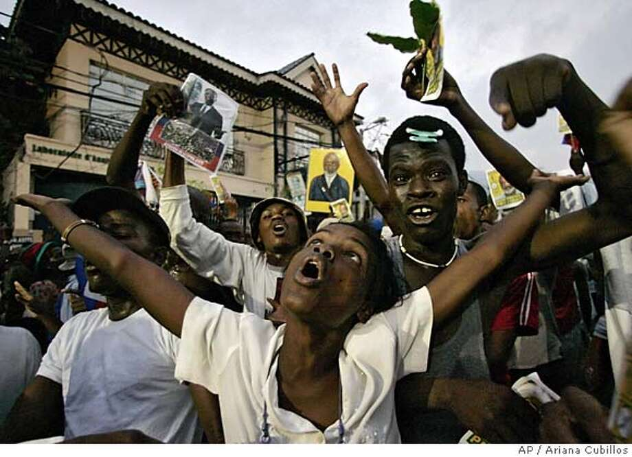 Supporters of Haitian presidential favorite Rene Preval demonstrate in Port-au-Prince, Haiti, Sunday, Feb. 12, 2006. Pierre Richard Duchemin, a member of Haiti's electoral council said results of the presidential elections were being manipulated as throngs of supporters of Preval poured into the streets chanting angry allegations of fraud. (AP Photo/Ariana Cubillos) **EFE OUT** Photo: ARIANA CUBILLOS