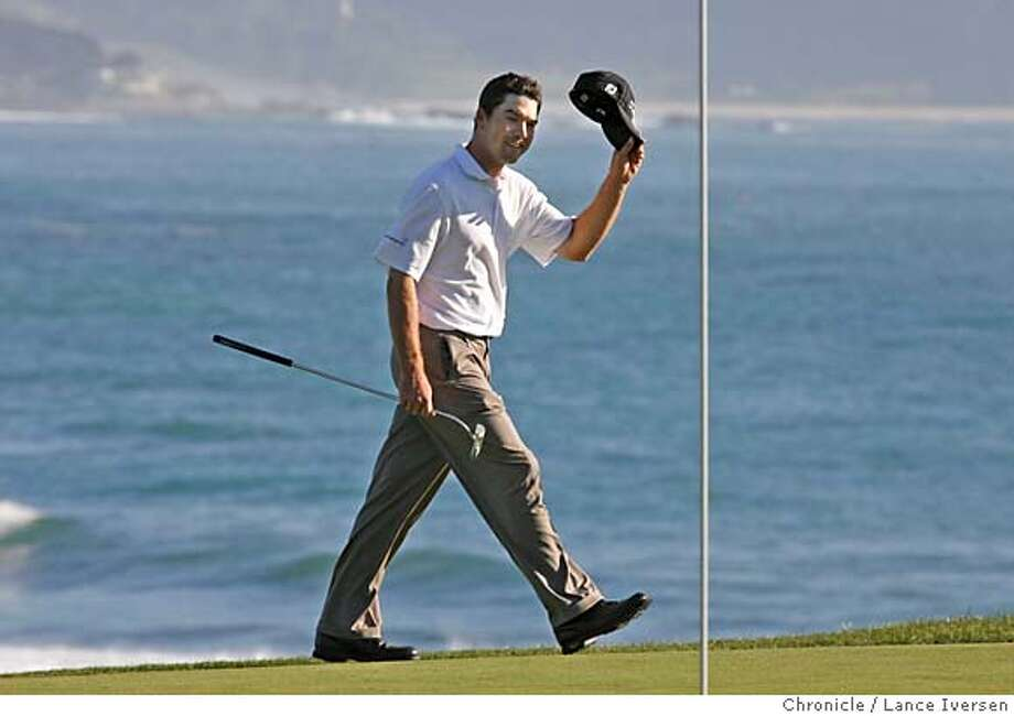 AT&T_LI1971.jpg_  Arron Oberholser greets the galley on the 18th green prior to winning the 2006 AT&T Pebble Beach National Pro-Am 17 under par. By Lance Iversen/San Francisco Chronicle MANDATORY CREDIT PHOTOG AND SAN FRANCISCO CHRONICLE. Photo: Lance Iversen