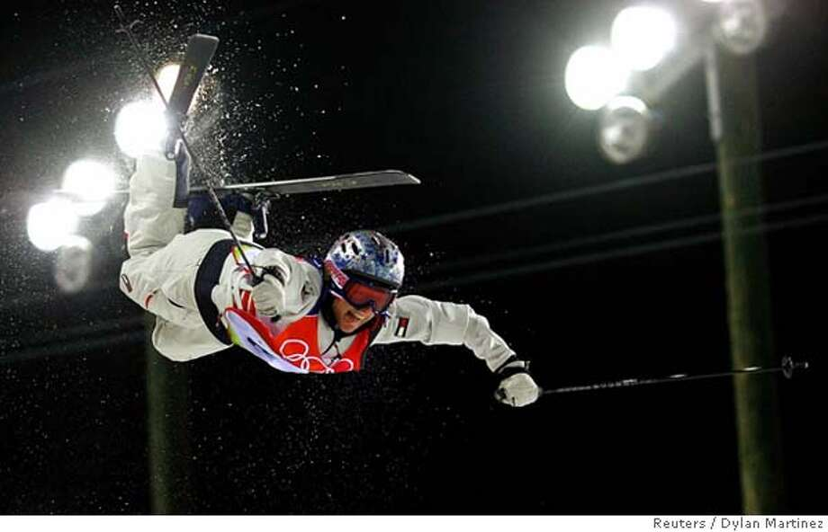 Shannon Bahrke of the U.S. competes during the women's final in the moguls freestyle competition at the Torino 2006 Winter Olympic Games in Sauze d�Oulx, Italy, February 11, 2006. REUTERS/Dylan Martinez 0 Photo: DYLAN MARTINEZ