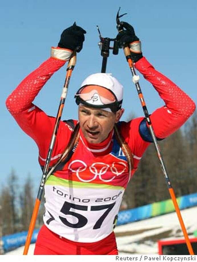 Norway's Ole Einar Bjorndalen finishes the men's 20 km individual biathlon event at the Torino 2006 Winter Olympic Games in San Sicario, Italy, February 11, 2006. REUTERS/Pawel Kopczynski 0 Photo: PAWEL KOPCZYNSKI