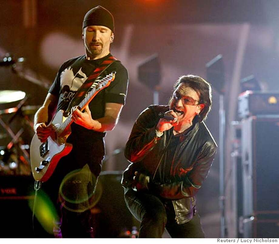 Members of music group U2 The Edge (L) and Bono perform 'Vertigo' during the 48th annual Grammy Awards in Los Angeles February 8, 2006. REUTERS/Lucy Nicholson Photo: LUCY NICHOLSON