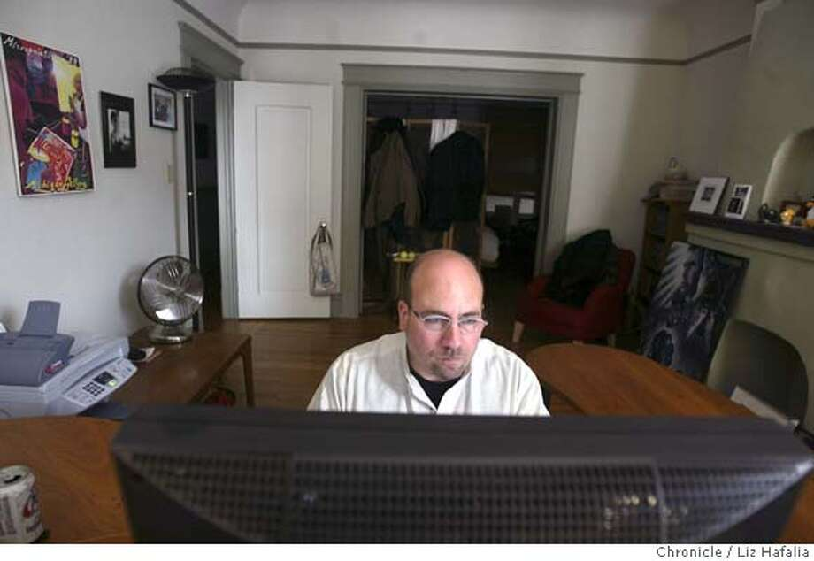 DAYINTHELIFE_041_LH.JPG A day in the life of Craig Newmark, guy that created Craigslist.com. He catches up on email at home. Shot on 9/28/04 in San Francisco. LIZ HAFALIA / The Chronicle MANDATORY CREDIT FOR PHOTOG AND SF CHRONICLE/ -MAGS OUT Photo: LIZ HAFALIA