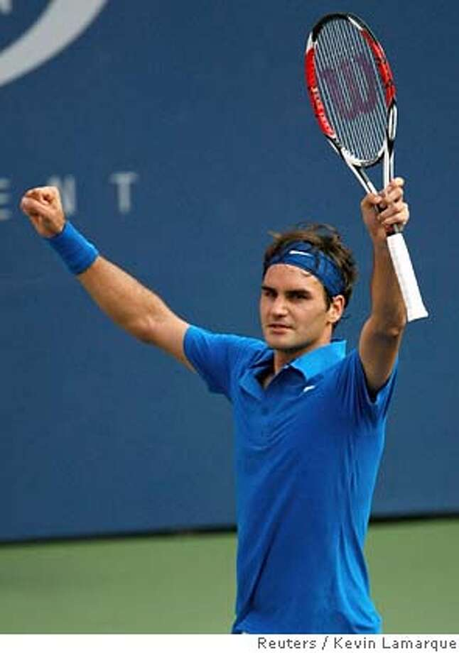 Roger Federer of Switzerland celebrates his victory against Nikolay Davydenko of Russia in their semi-final match at the U.S. Open tennis tournament in Flushing Meadows, New York, September 8, 2007. REUTERS/Kevin Lamarque (UNITED STATES) Photo: KEVIN LAMARQUE